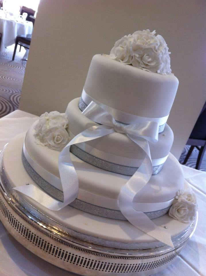 LICKY LIPS CAKES WEDDING CAKE LIVERPOOL