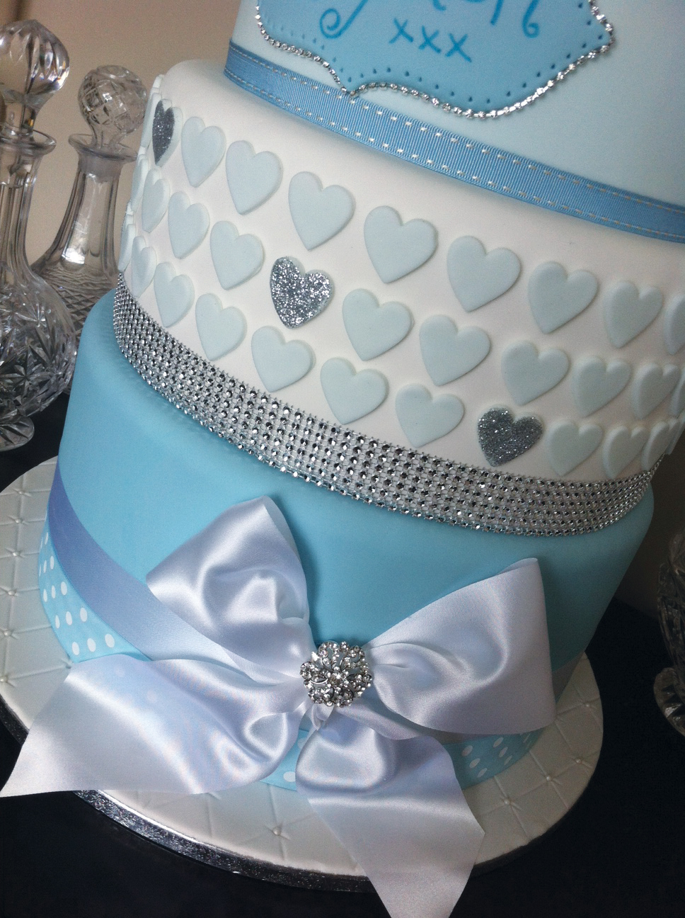 Christening / wedding style - Licky lips Cakes Liverpool 5.JPG