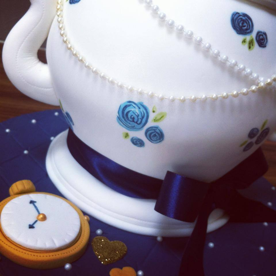 Vintage teapot wedding cake and cupcakes  - licky lips cakes liverpool 5